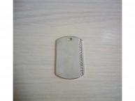Жетон прямоугольный с вертикальной полосой страз 25*39 мм (серебристый)