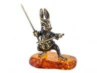 Заяц Самурай с мечами (латунь и янтарь)